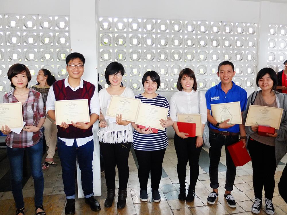Giấy Lan Vi | Lanvi Paper - Các bạn sinh viên được nhận học bổng của khoa Mỹ Thuật Ứng Dụng - Đại Học Mỹ Thuật TP.HCM