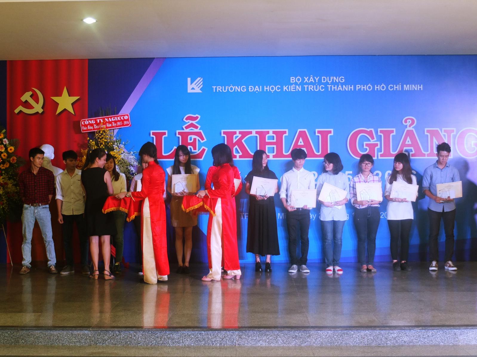 Giấy Lan Vi | Giấy Lan Vi trao tặng học bổng Confetti cho các bạn sinh viên khoa Mỹ Thuật Công Nghiệp