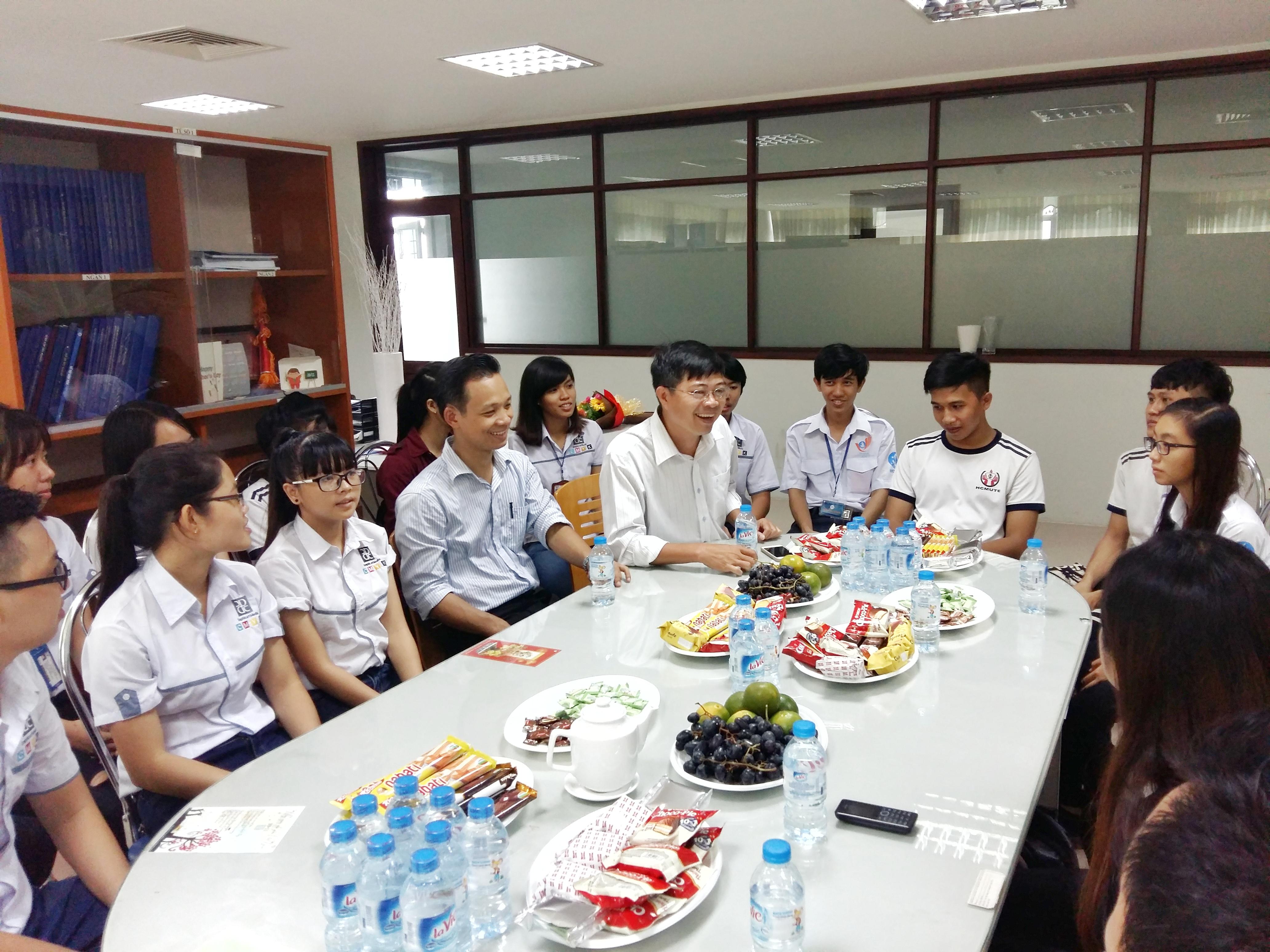 Giấy Lan Vi | Giấy Lan Vi trao tặng học bổng cho sinh viên ĐH SPKT TP.HCM