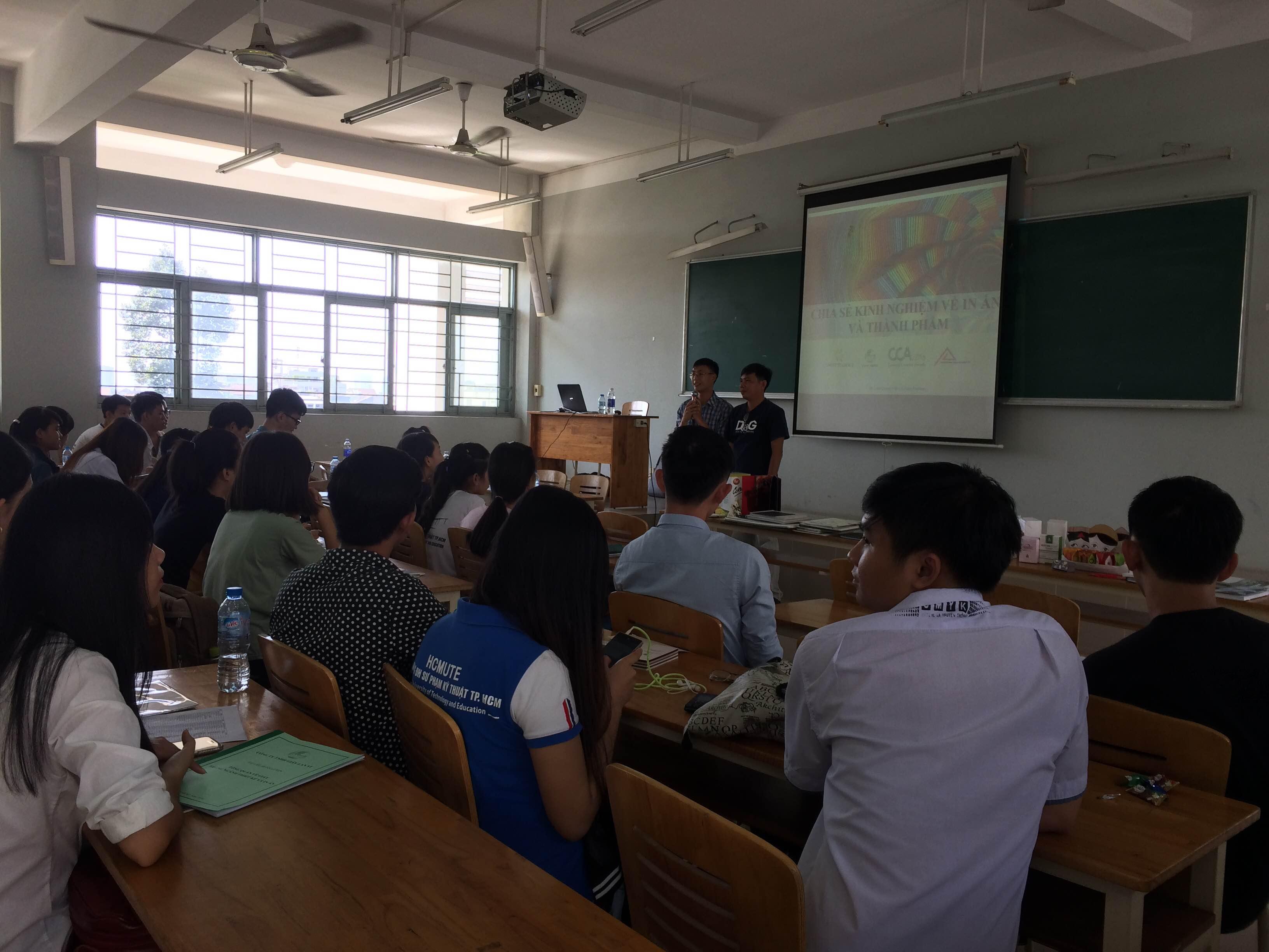 Buổi training về giấy và kĩ thuật in cho sinh viên trường ĐH SPKT TP.HCM