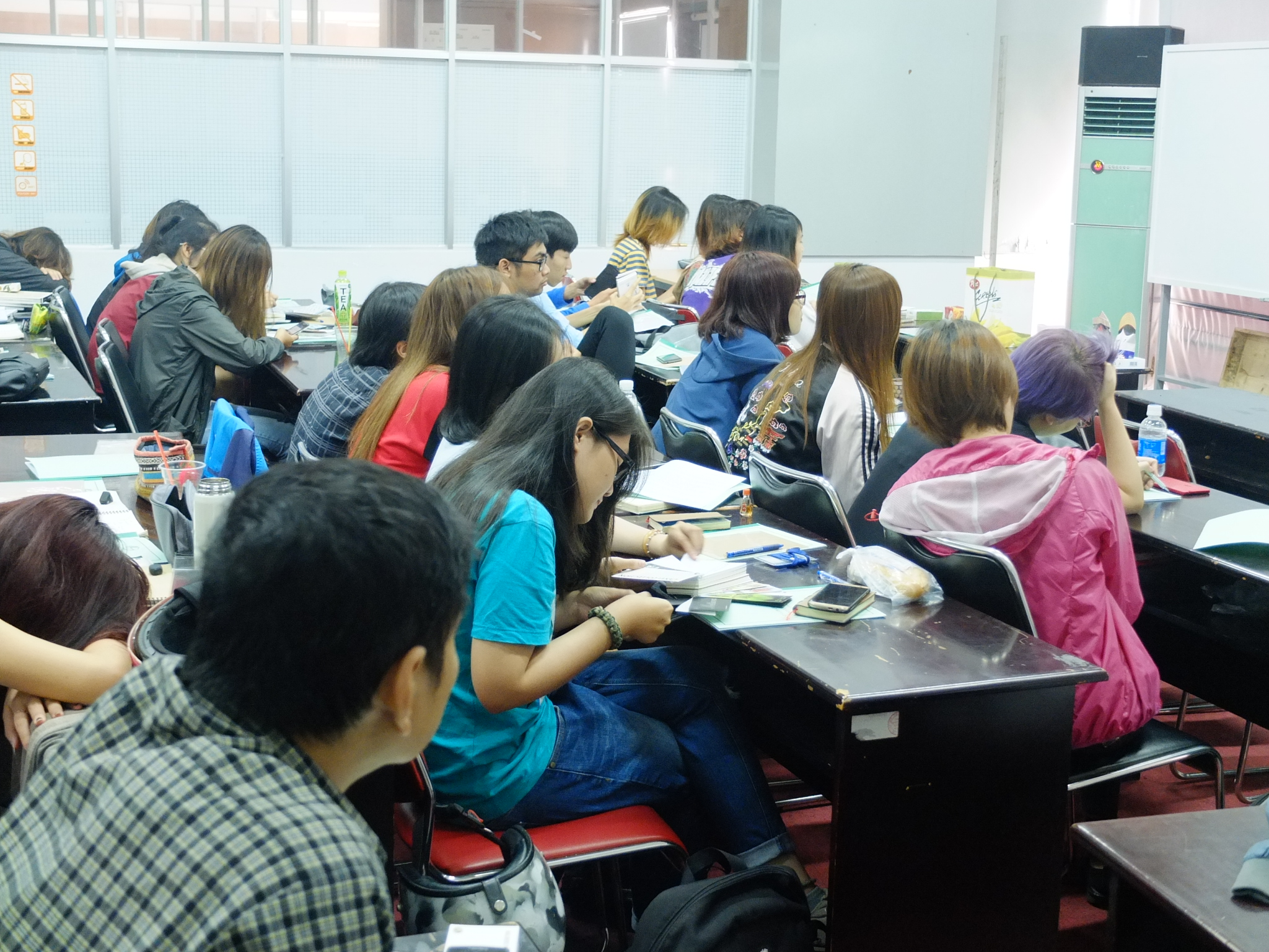 Giấy Lan Vi | Training giấy và kĩ thuật in cho sinh viên trường ĐH Mỹ Thuật TP.HCM