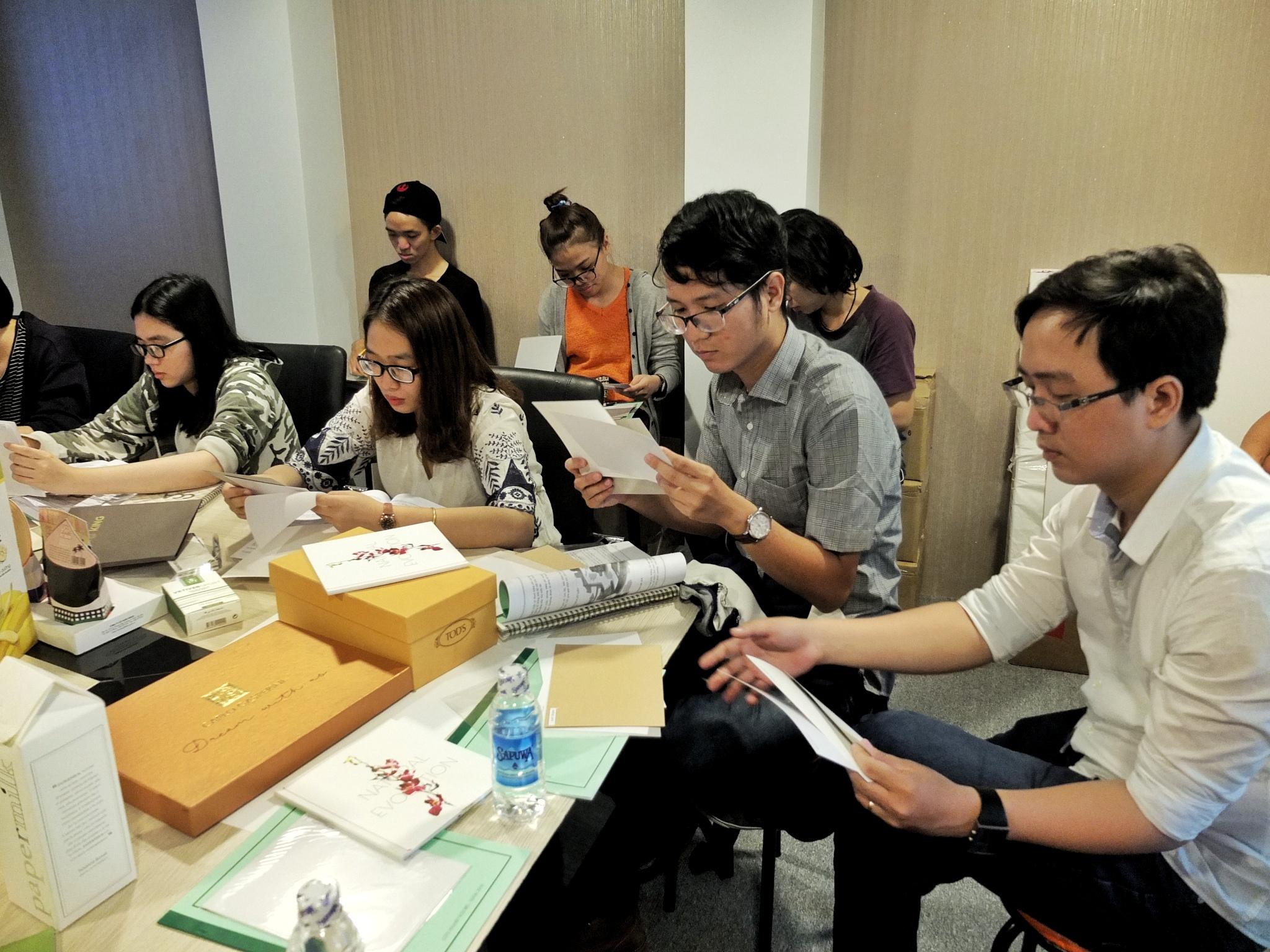 Giấy Lan Vi | Học viên ADC Academy tham gia training về giấy và kĩ thuật in