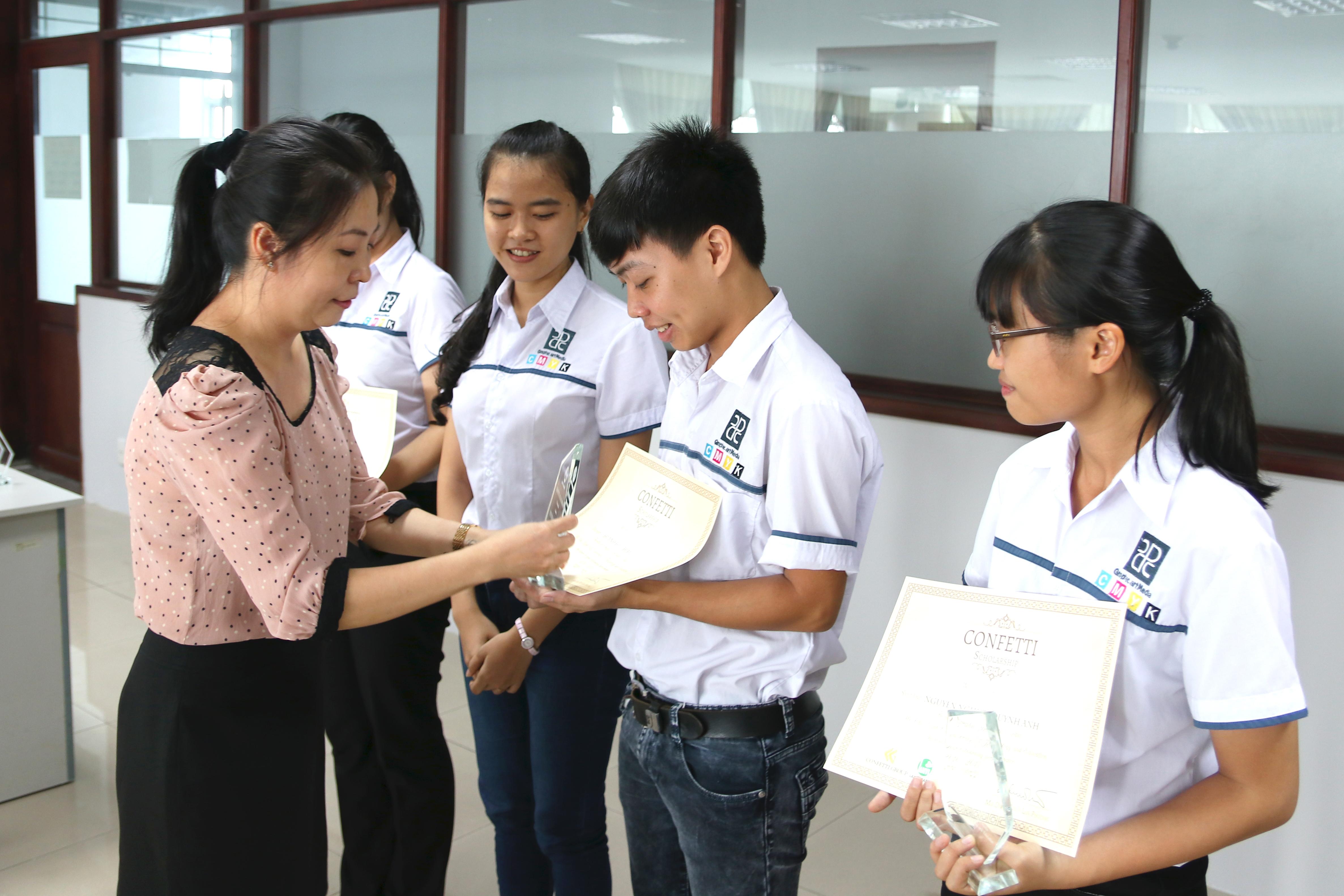 Giấy Lan Vi | Học bổng Confetti 2017